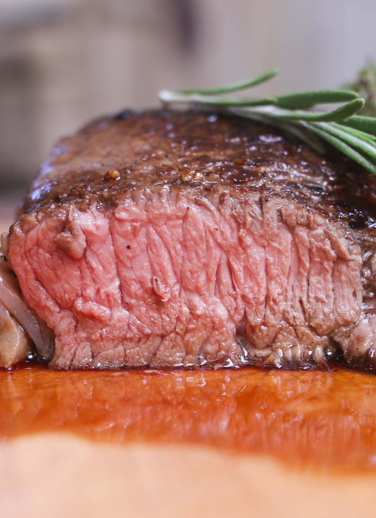 Closeup Of A Cross Section Of Sirloin Cooked To Medium Doneness With A Pale Pink Color And Juicy Texture Sirloin Steaks Sirloin Sirloin Recipes