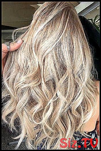 Champagne Is the Latest Color Hair We  re Crazy Fo #Blonde #Champagne #champagne  Blonde Hair #champagneblondehair