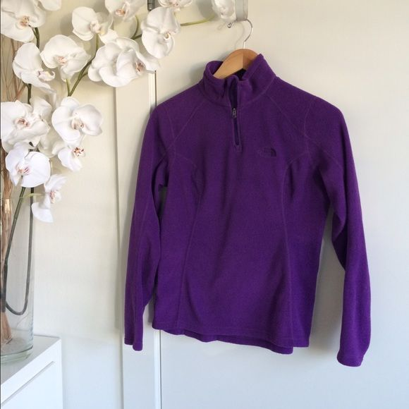 North Face Fleece pullover - XS Like New. North Face Sweaters