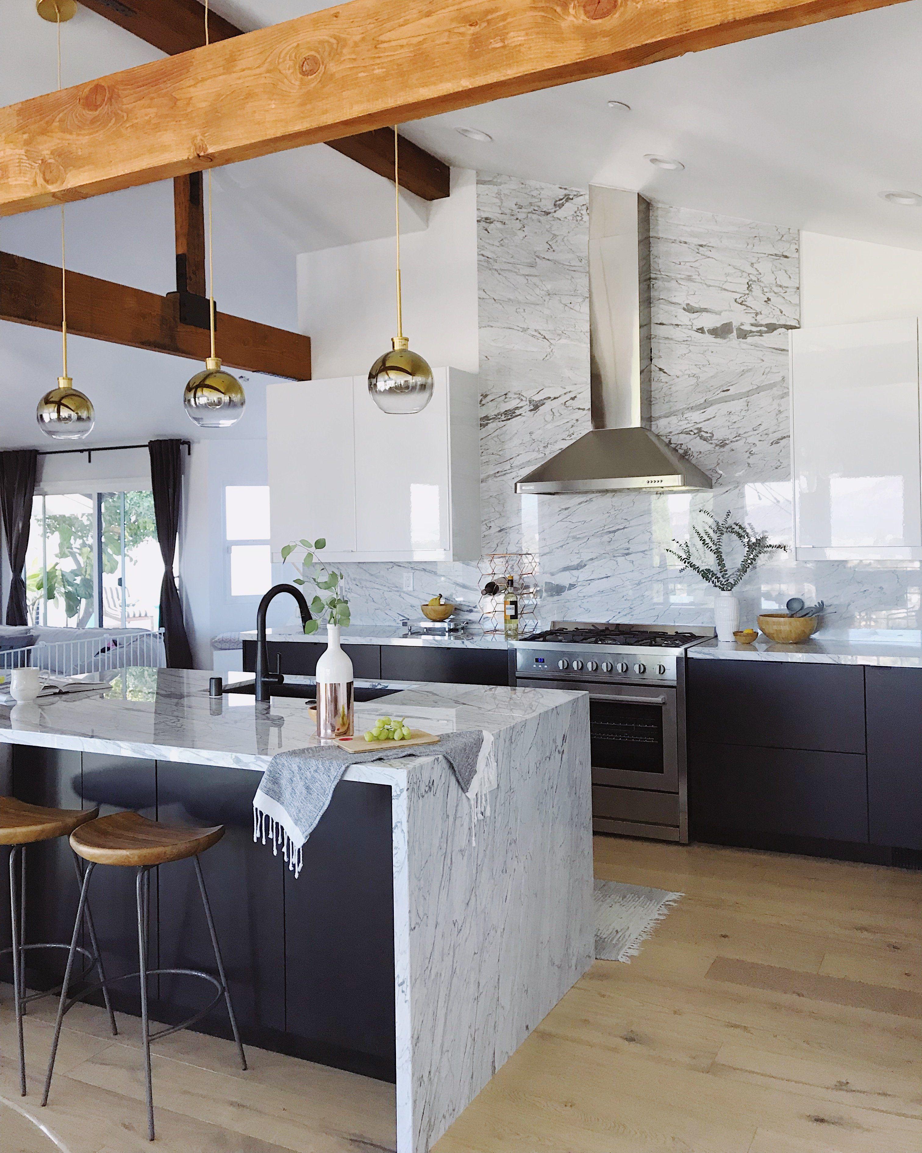 Amazing Black And White Kitchen With Marble Backsplash In 2020 White Marble Kitchen Contemporary Kitchen Design Ikea Kitchen Design