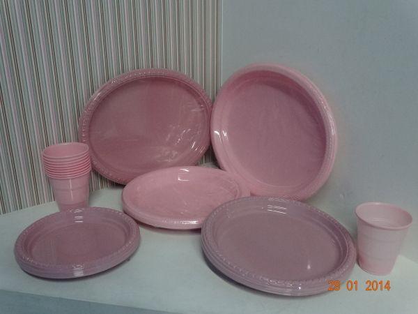 Para un Baby Shower de niña utiliza platos desechables en color Rosa. #FiestasTematicasMedellin #ProductosParaFiestasCali