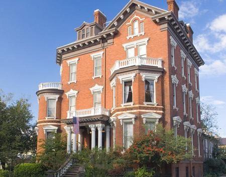 10 Beautiful Historic Savannah Bed And Breakfast Inns Savannah Historic District Savannah Chat Historic Savannah