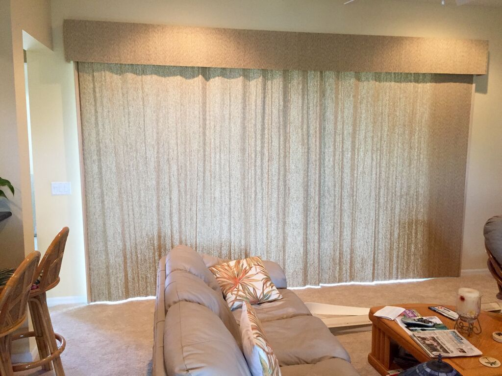 Horizon Averte With A Privacy Lining And Premium Valance