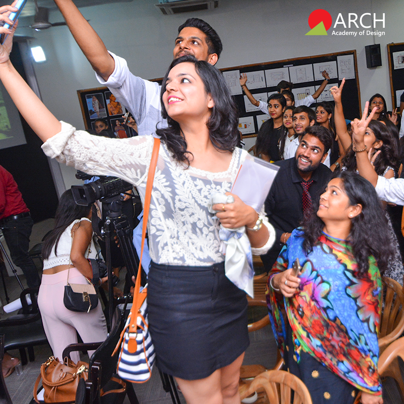 The Bloggers Taking A Selfie With The Wonderful Audience College Design Fashion Design