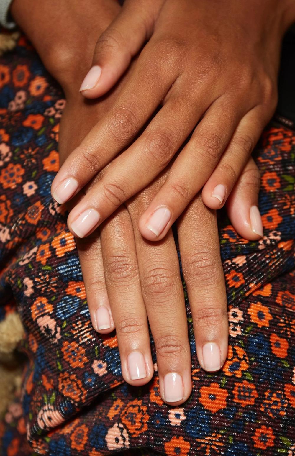 17 Möglichkeiten, wie Sie versehentlich Ihre Nägel versauen