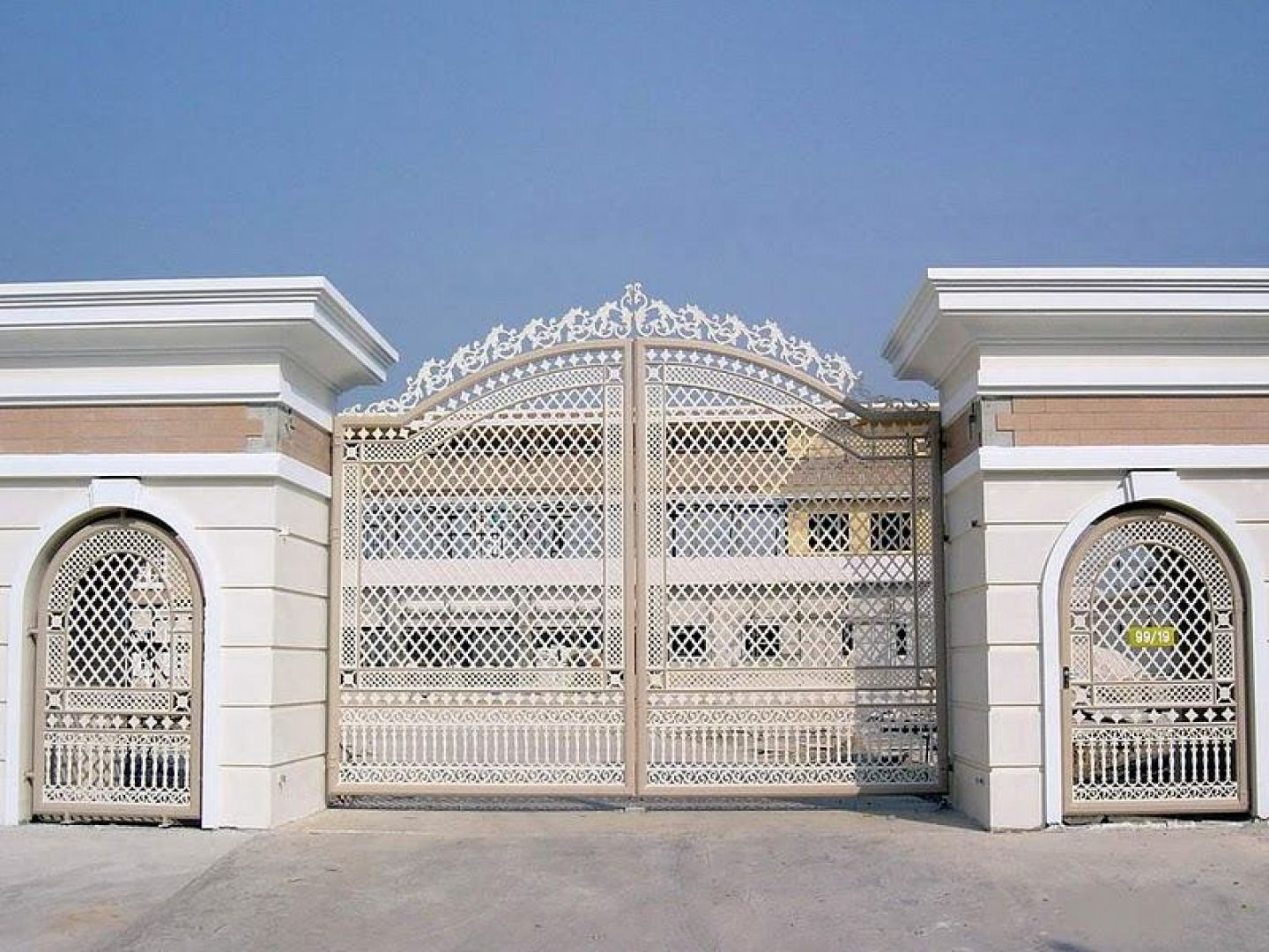 House gate design modern neo classic house gate and house for Contemporary house main door designs