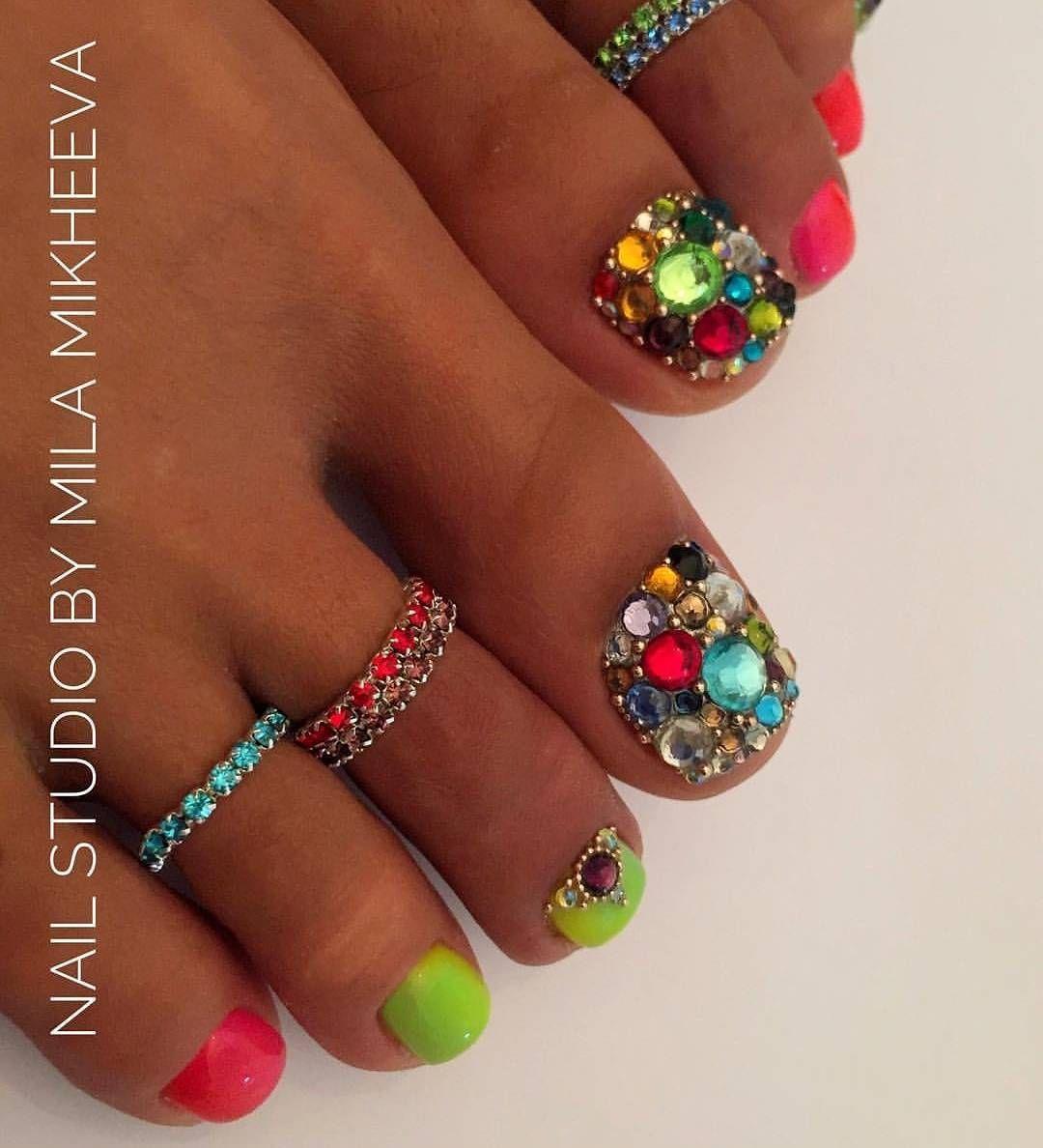 LOVE these colorful stones!   toe nail art   ideas de unas ...
