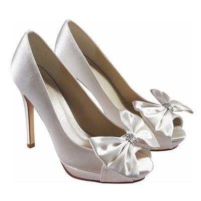 Fabulous Footwear | Coral wedding shoes