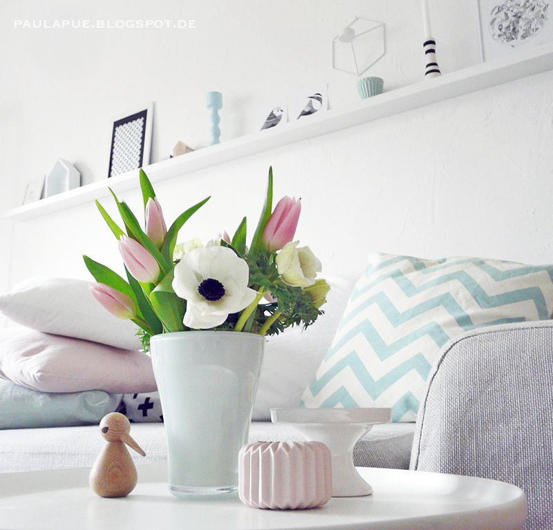 Pastell Altbau Sofa Anemonen Tulpen Kissen Mint Rosa Weiss