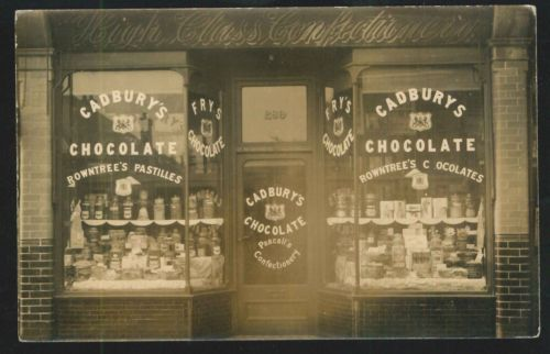 Postcard-Howies-Confectionery-Merton-Real-Photo-1913