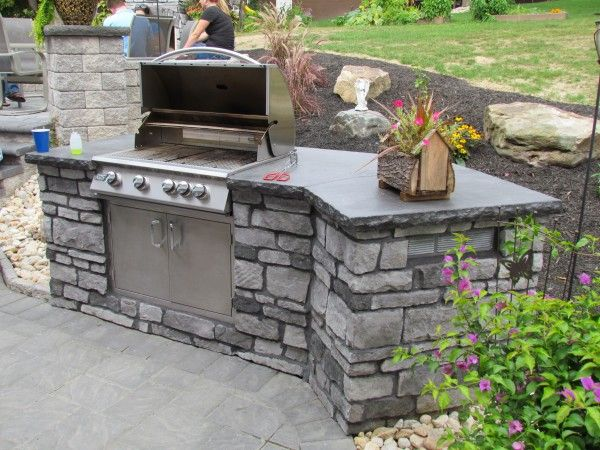 Stylish Portage Patio Paver Layout Pattern And Outdoor Kitchen Areas With  Brinkmann Commander 5 Burner Gas Grill Also Small Wooden Box Planters Above  Light ...