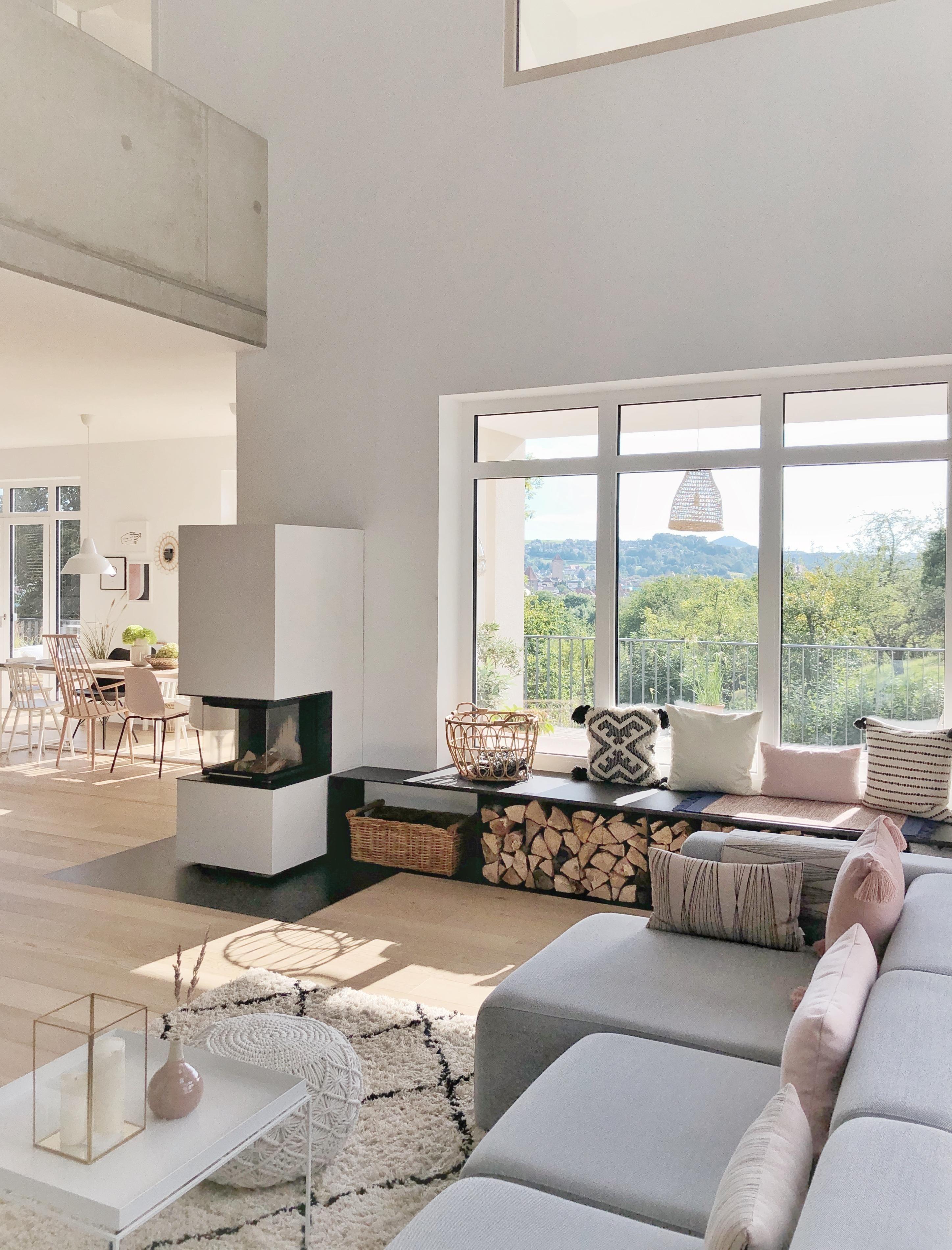 Spatsommerliche Sonne Im Haus Wohnzimmer Sitzbank In 2020 Wohnzimmer Ideen Wohnung Innenarchitektur Wohnzimmer Wohnen