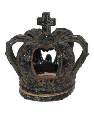 Dazzle décor with this accent that shines with sophistication. Elegant and luxurious, this piece provides a royal way to display a glowing candle.