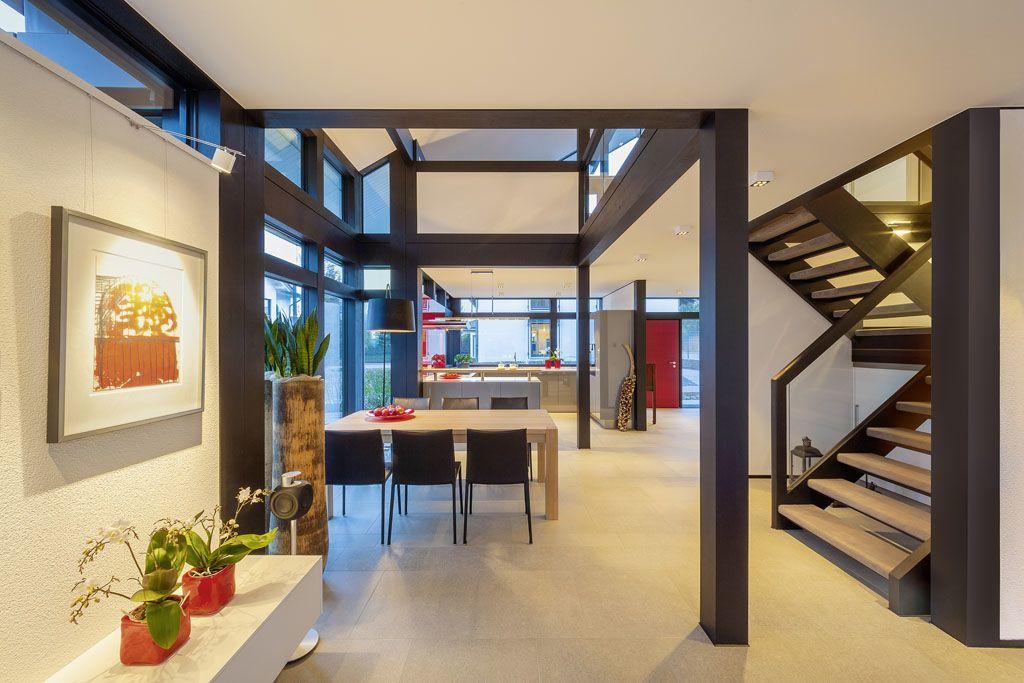 offene k che und esszimmer mit treppenhaus im huf haus fachwerk von huf haus pinterest. Black Bedroom Furniture Sets. Home Design Ideas