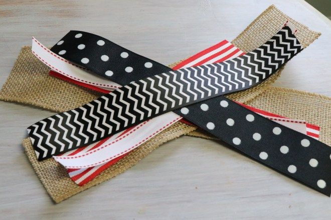 How to Make a Bow the SUPER EASY Way - Re-Fabbed #howtomakeabowwithribbon