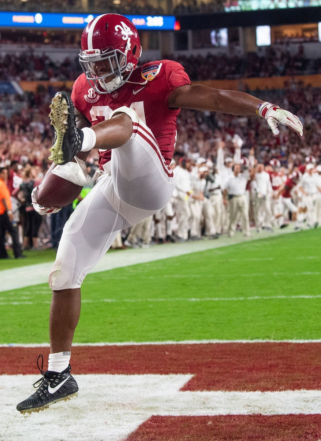 Alabama Running Back Damien Harris 34 Celebrates A Touchdown In First Half Action Of The Orange B Alabama Crimson Tide Football Crimson Tide Football Alabama