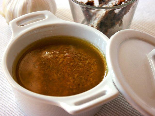 La bagna cauda bimby è una salsa piemontese che si gusta calda con