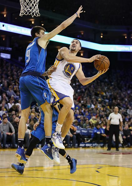 Klay Thompson of the Golden State Warriors goes up for a shot against Nicolas Brussino of the Dallas Mavericks at ORACLE Arena on December 30 2016 in...