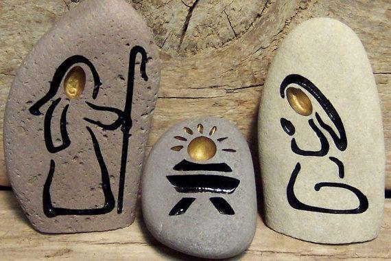 stone nativity set engraved natural rock geschenkideen pinterest steine steine bemalen. Black Bedroom Furniture Sets. Home Design Ideas