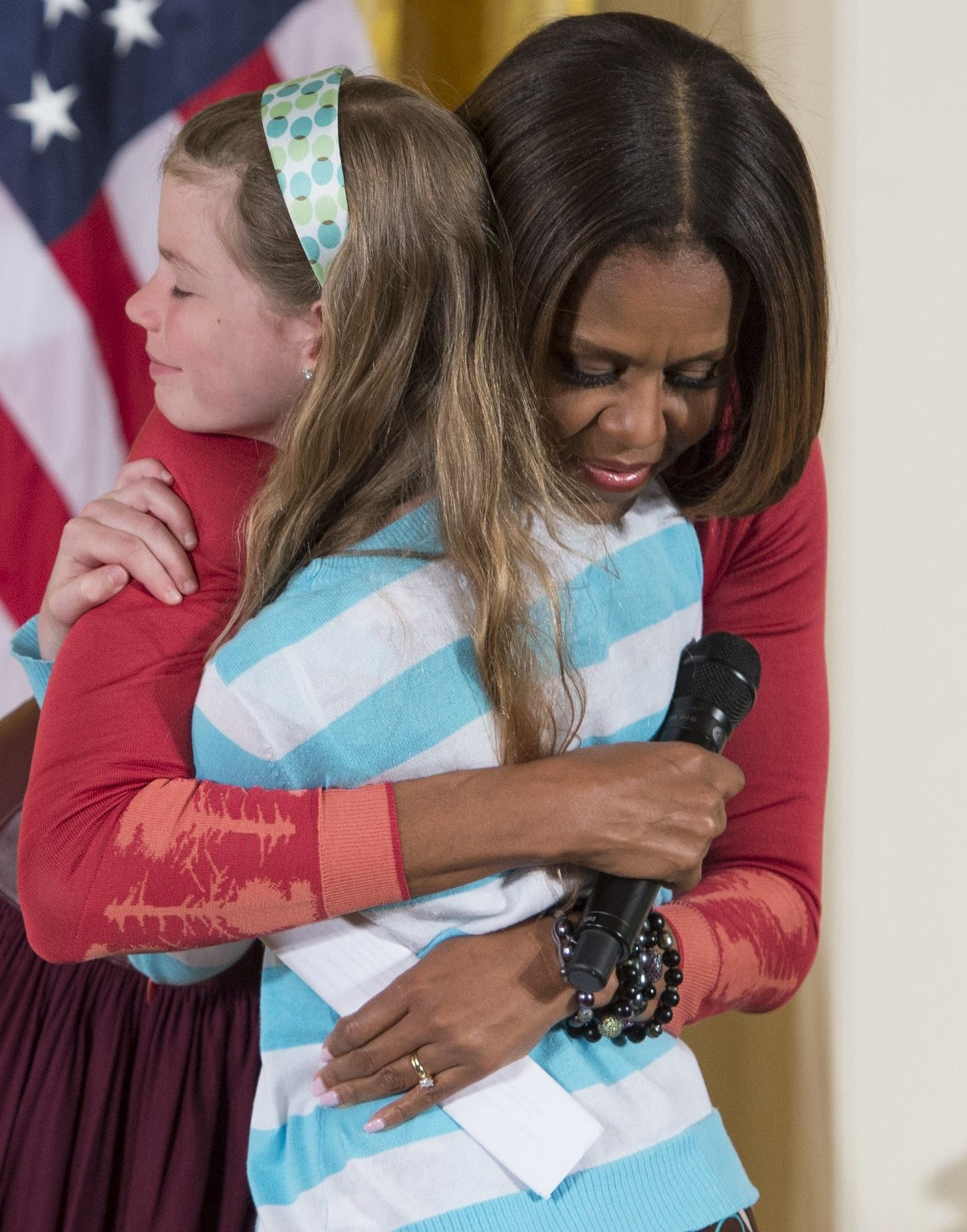 watch a young girl give michelle obama her unemployed dad s résumé