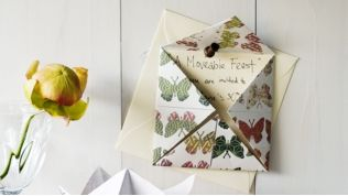 How to make a chatterbox invitation