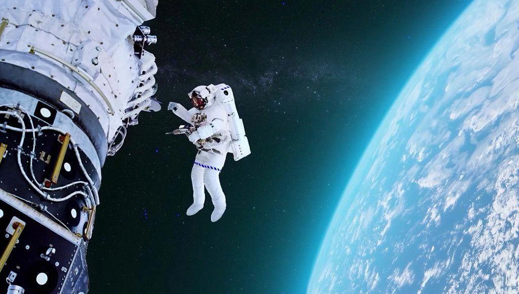 Dating astronaut