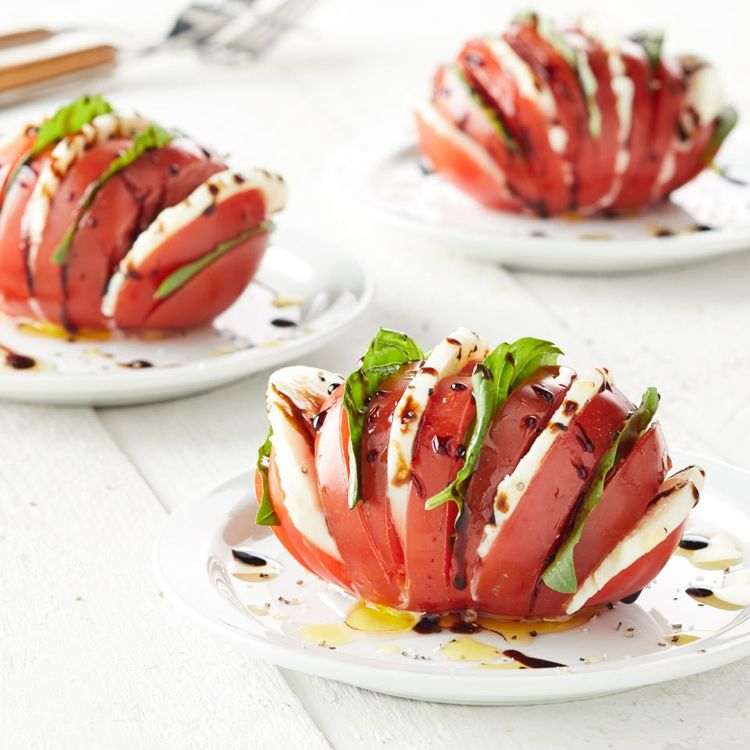 tomate mozzarella salat anrichten ideen hasselback yum yum pinterest. Black Bedroom Furniture Sets. Home Design Ideas