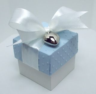 square  gift box ... good as cupcake box too!!!!