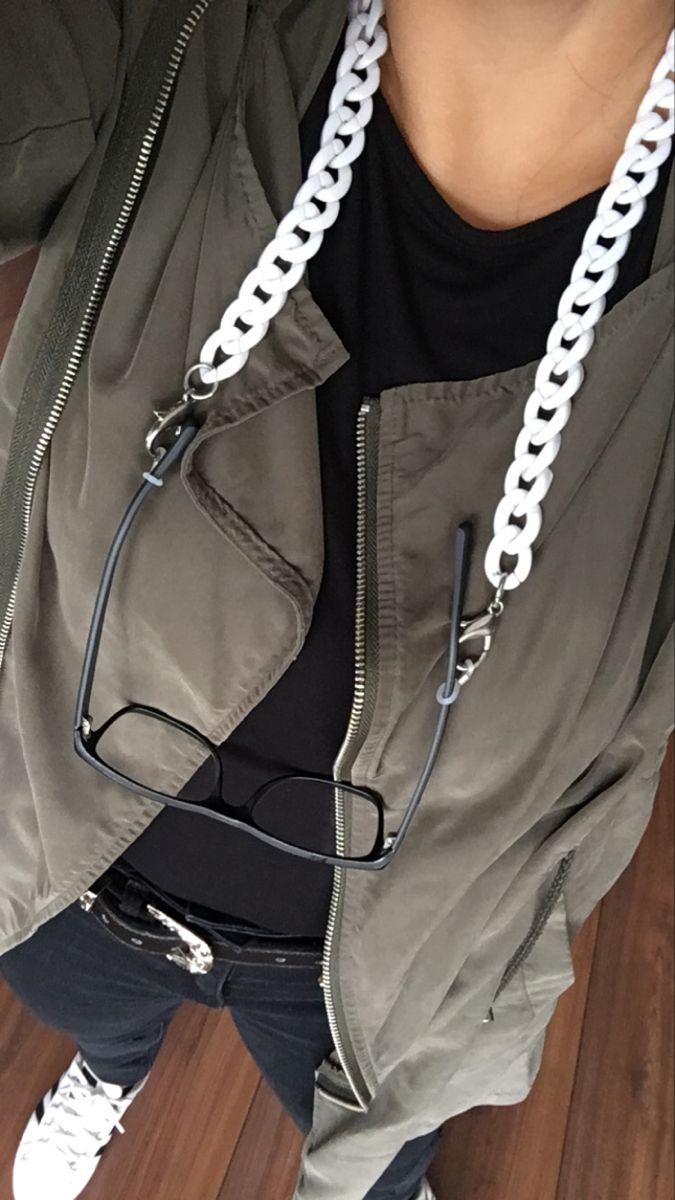 #holders #outfitoftheday #parka #accessories #eyewear #fashionista #instastyle #white #details #accesorios #accesoriosdejoyería