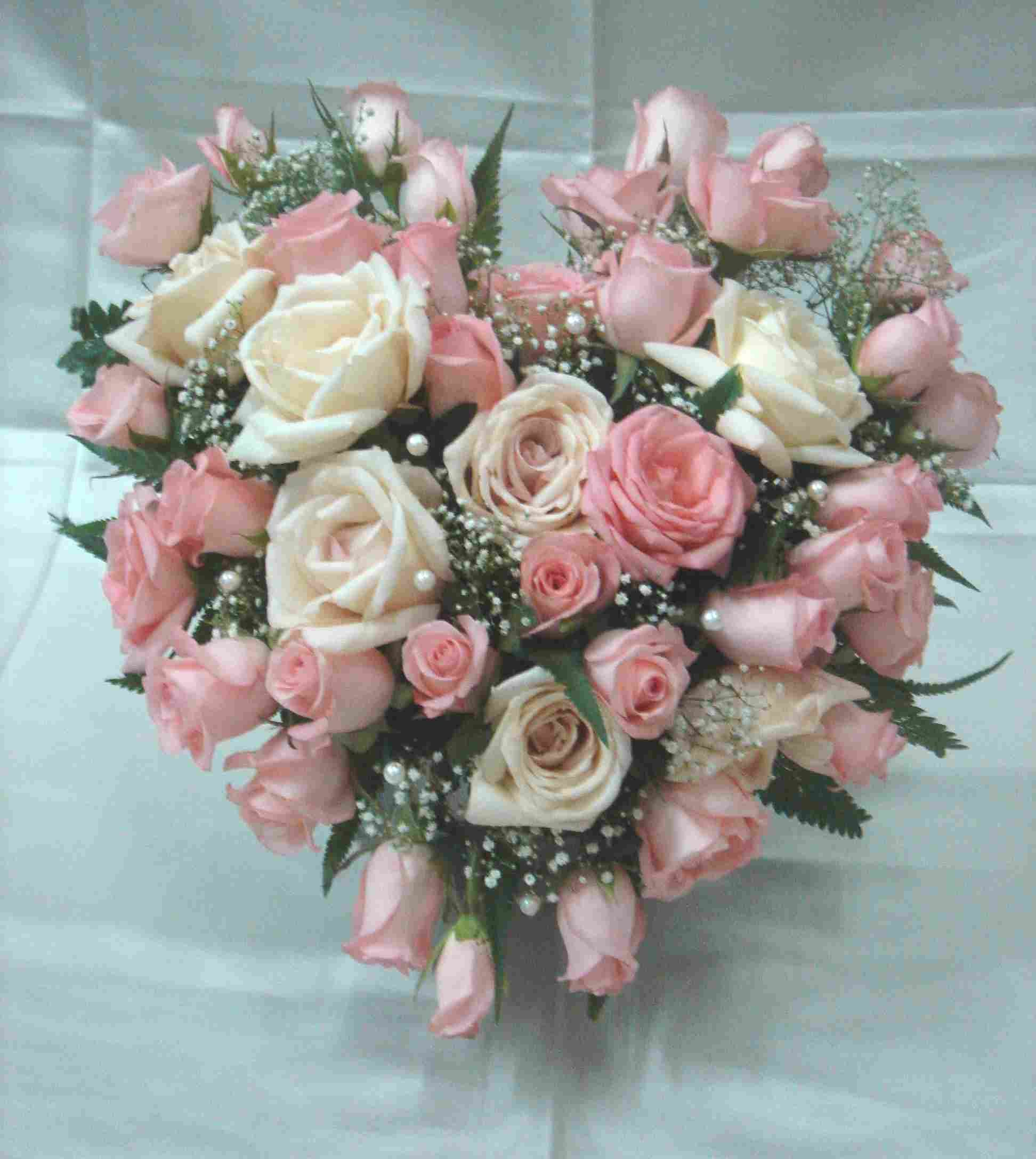 Flower arrangements now you can send this romantic valentines day celebrate valentines day by sending your loved one a beautiful valentines day flower arrangement that he will never forget izmirmasajfo