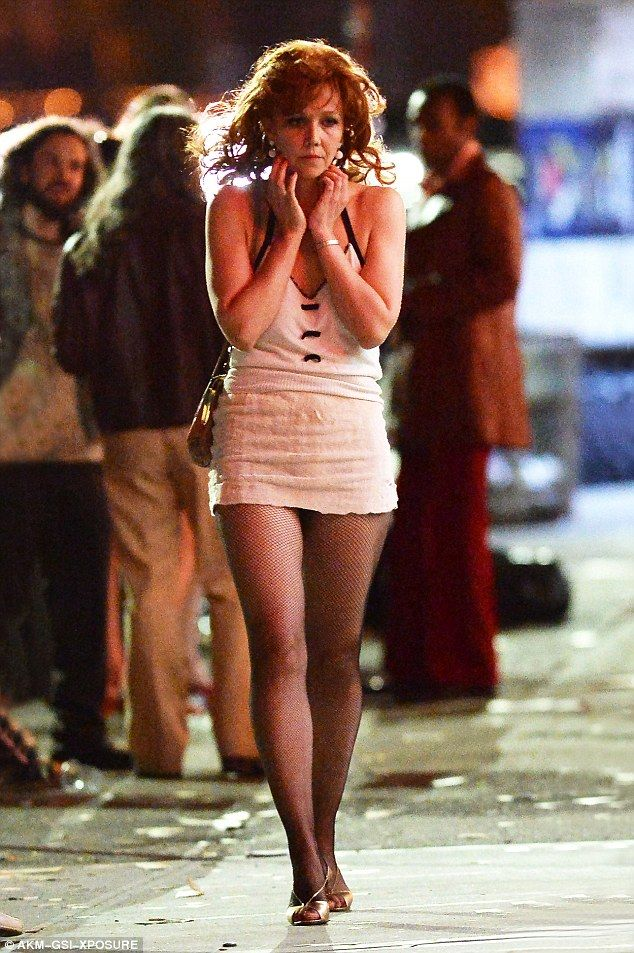 Maggie Gyllenhaal shows off her long legs in seductive ...
