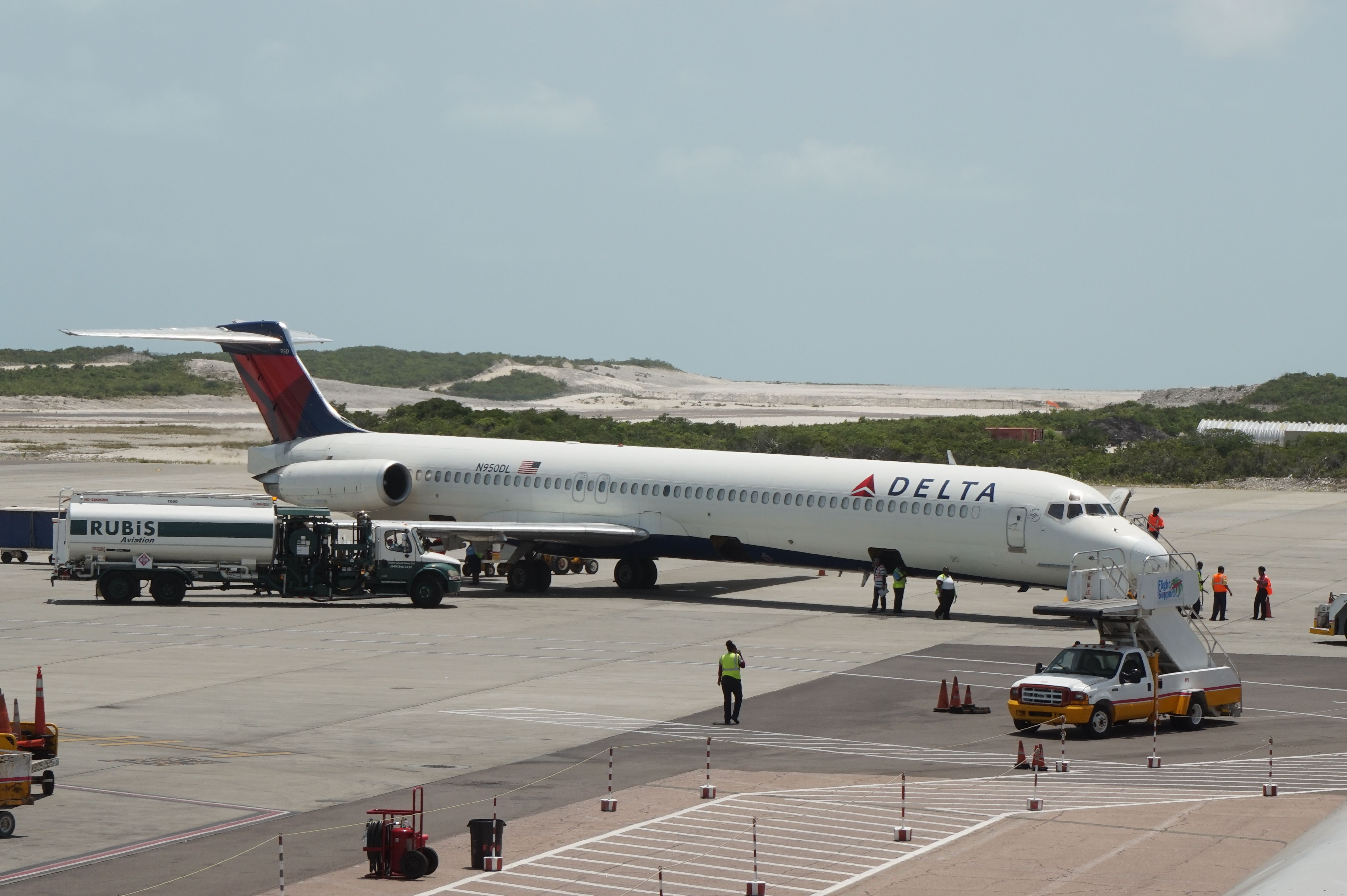 Delta MD80 at Providenciales International Airport