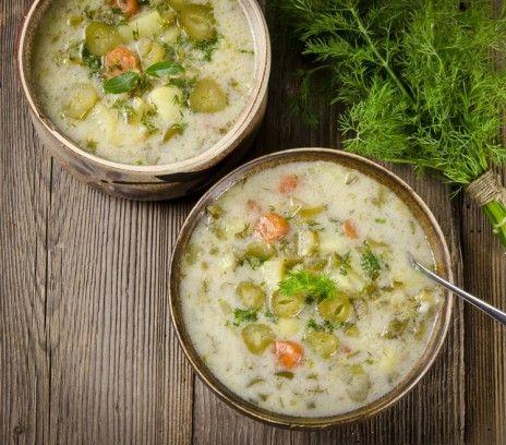 Tradycyjna zupa ogórkowa - Przepisy.Zupa ogórkowa to smak dzieciństwa, warto go odnaleźć. Tradycyjna zupa ogórkowa to przepis, którego autorem jest: Magda Gessler