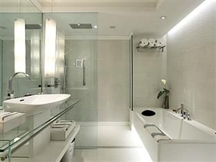 pullman gurgaon central park hotel like the white look of the bathroom with interesting recessed