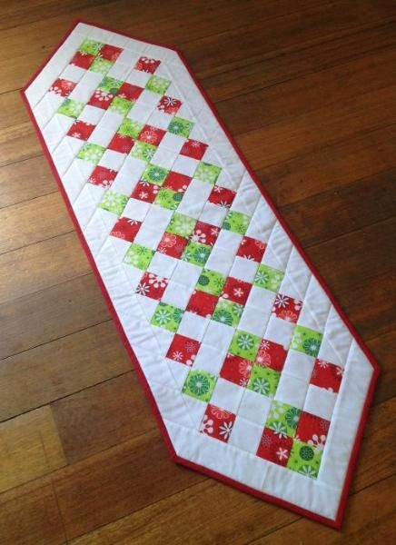 fresh diamonds cute stuff to do someday pinterest table rh pinterest com Christmas Table Runner Easy Pattern christmas table runner patterns to quilt