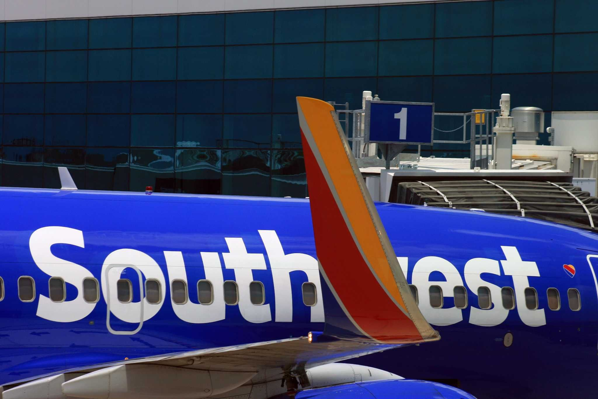 Southwest to provide free movies on its flights