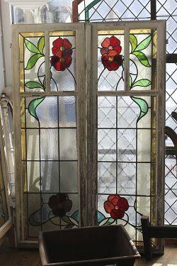 jugendstilfenster mit roter blume fenster pinterest historische baustoffe baustoffe und. Black Bedroom Furniture Sets. Home Design Ideas