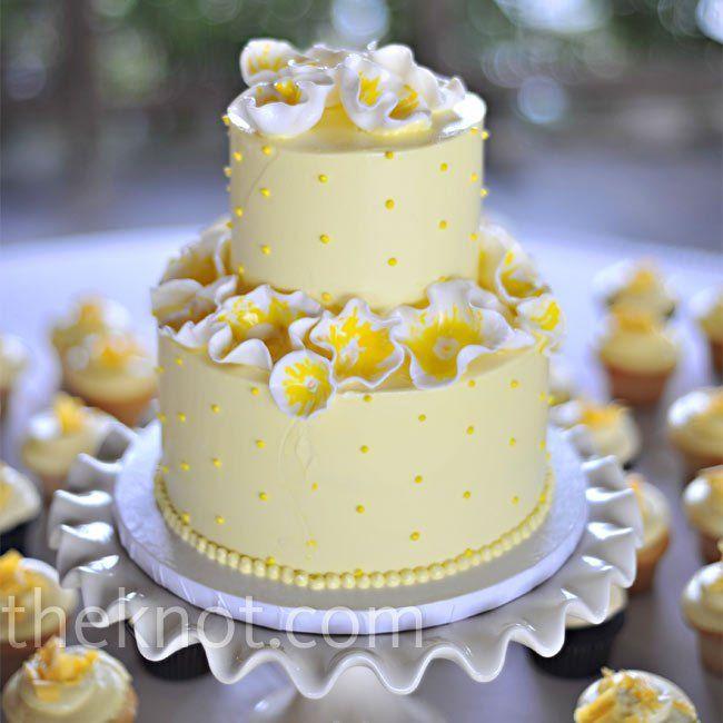 Yellow Floral Cake | Wedding Cake/Food | Pinterest | Floral cake ...