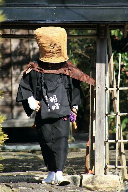 Pin By Jyozen Anjyu On Monjes De Oriente Eastern Monks Japanese Monk Japan Outfit Japanese Outfits