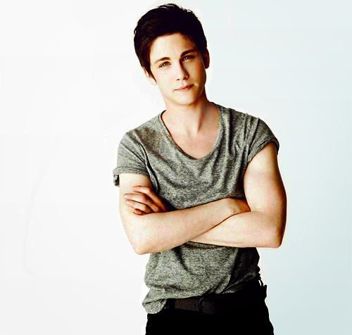 Hvem er dating logan lerman 2014