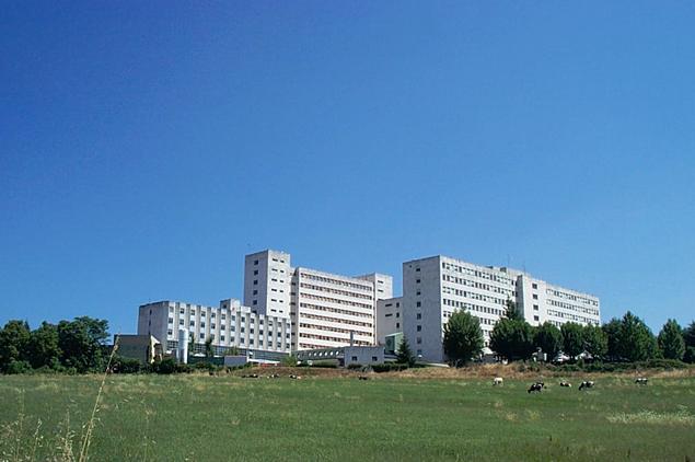 """Residencia Sanitaria Nosa Señora do Cristal (Ourense), o 17 de xuño de 1977 amplíase cun novo edificio de nove plantas, que se lle denomina """"Hospital Materno-Infantil Infanta Elena""""."""
