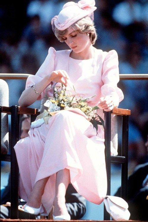 princess diana at an official event during her first royal australian tour 1983 in newcastle australia princesas princesa diana princesa pinterest