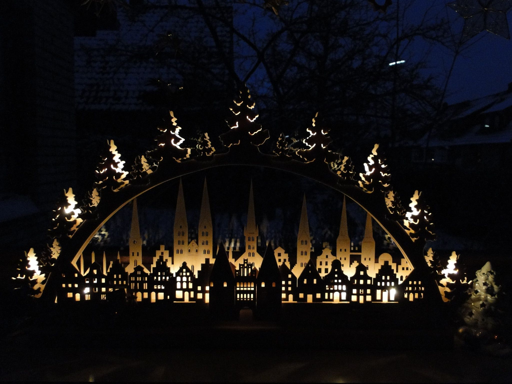 Lichterbogen mit Lübeckmotiv.