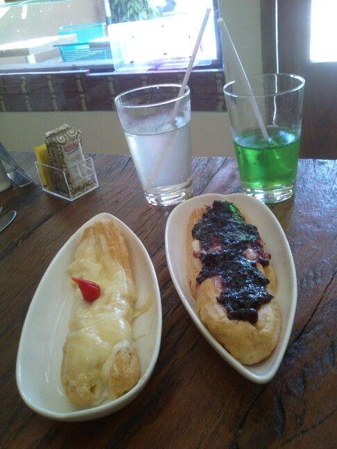 Bomba salgada : Queijo com palmito & Queijo Brie com geléia de frutas vermelhas!!!  La Bombe | São Paulo