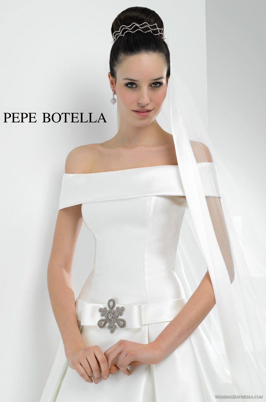 PEPE BOTELLA Herencia 2013 VN-385 Busca una tienda donde puedas comprar este vestido Año 2013 Cola Larga Escote Barco, Recto Longitud del vestido Largo Manga Fuera del hombro, Otra Modelo de vestido Clásico