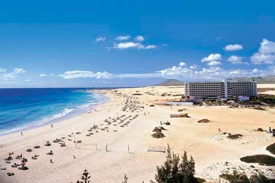 Located in fuerteventura spain the clubhotel riu oliva for Riu oliva beach fuerteventura