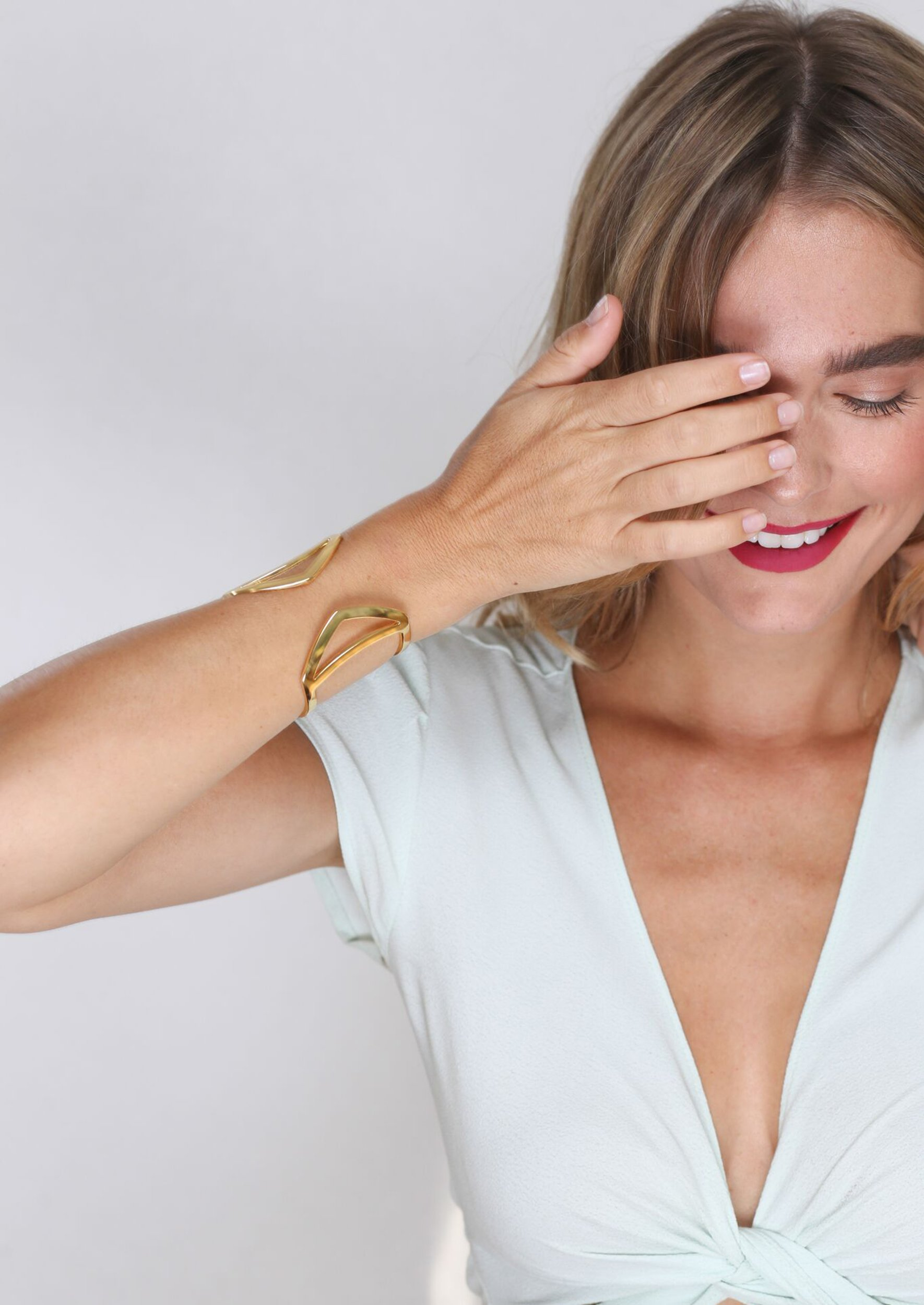 Jules Smith Bracelets Jane Cuff Sculpted From Shiny Gold With A Flawlessly Smooth Surface This Style Slips O Gold Bracelet Cuff Jules Smith Cuff Bracelet