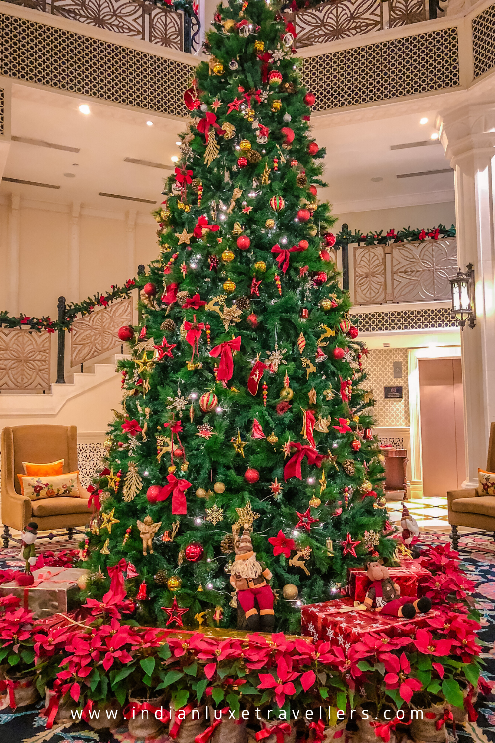 Christmas Tree Decor At Luxury Hotels In 2020 Luxury Hotel Christmas Tree Holiday Decor