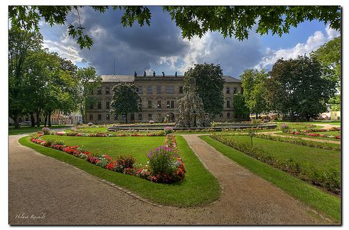Erlangen Schlossgarten Mit Hugenottenbrunnen Travel Dreams Germany Castle