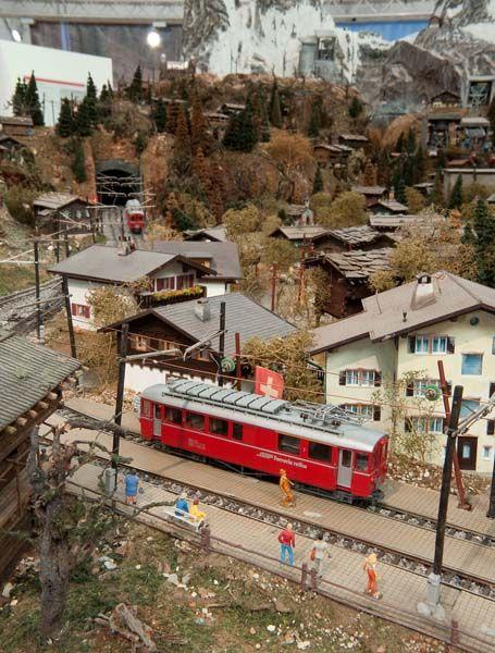 """Modellbahnanlage """"Matterhorn""""   """"Die Modellanlage im Maßstab 1:87 zeigt in äußerster Detailtreue den Bahnhof von Zermatt mit der Gornergratbahn und dem Matterhorn.""""   Photo © Deutsches Museum."""